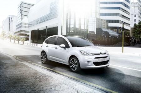 Der C3 wurde 2013 einem Facelift unterzogen. Gegen 400 Euro Aufpreis gibt es die übergroße Panorama-Frontscheibe - Foto: Citroen