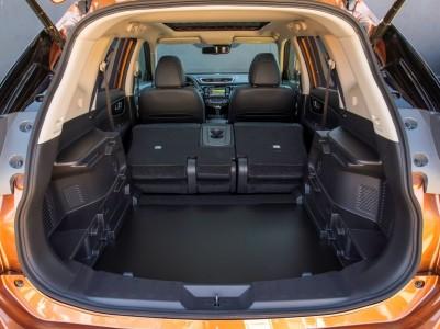 Nissan X-Trail Laderaum mit umgeklappten Sitzen und entfernter Bodenabdeckung, Foto: Nissan