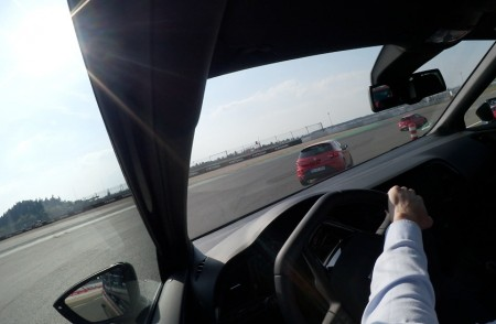 Seat Leon Cupra 280 auf dem Nürburgring, Einlenken in die Mercedes-Arena, Foto: Autogefühl