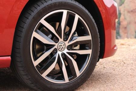 VW Golf Sportsvan Bi-Color-Felgen lassen die Alus größer aussehen, Foto: Autogefühl