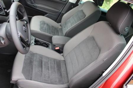 VW Golf Sportsvan Vordersitze, Fahrersitz als ergoActive Sitz, Foto: Autogefühl