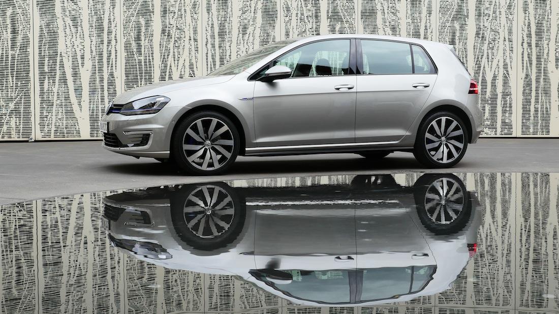 VolkswagenGolfGTE_PluginHybrid000