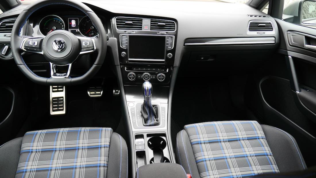 VolkswagenGolfGTE_PluginHybrid005