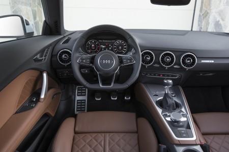 2015_AudiTT_Coupe006