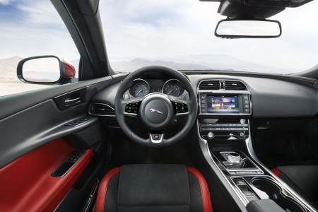 Jaguar_XE_2015_autogefuehl_014