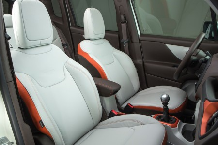 JeepRenegadeLimited_Interior2