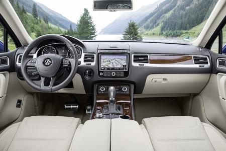 VolkswagenTouaregFacelift2015012