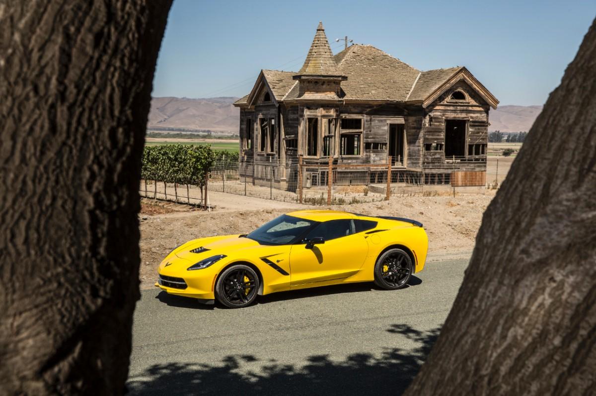 Chevrolet-Corvette-Stingray-287717-medium
