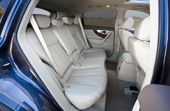 Infiniti_QX70_SUV012