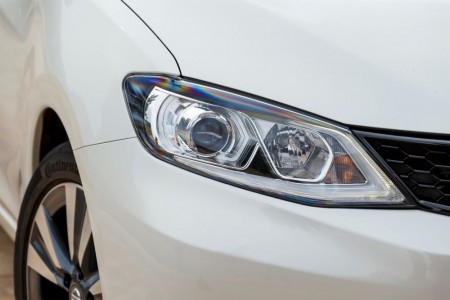 LED-Scheinwerfer sehen gut aus, enttäuschten aber mit mangelnder Leuchtkraft - Foto: Nissan