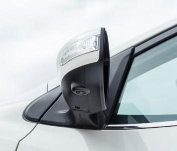 Eine von vier Micro-Kameras des Around-View-Monitors (360 Grad Rundumblick aus der Vogelperspektive) - Foto: Nissan