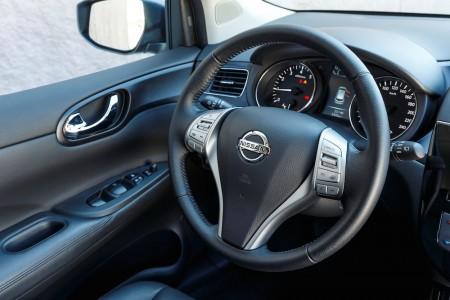 Gut ablesbare Instrumente und breite Türablagen - Foto: Nissan
