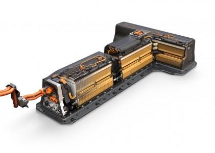 Das Batteriepaket von LG Chem aus Korea ist erneut T-förmig und kommt mit nur n