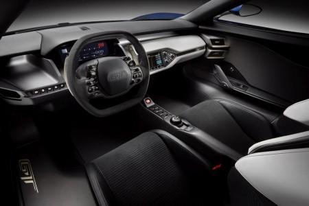 Zweisitziges Cockpit mit horizontal gegliedertem Instrumententräger - Foto: Ford