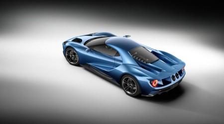 Unter der Heckscheine schimmert der 3,5-Liter-V6 mit Bi-Turbo-Anlage hindurch - Foto: Ford