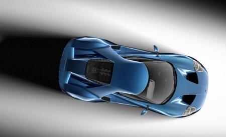 Die Ansicht von oben zeigt, wie deutlich der neue GT von seinen Vorgängern abweicht. Die Windschutzscheibe ist im Stil eines Motorradhelms weit um die Ecken gezogen - Foto: Ford
