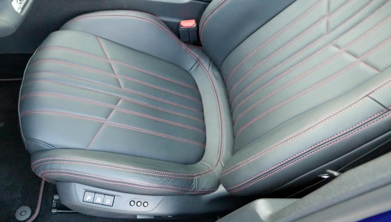 Peugeot308_GT-Interior002