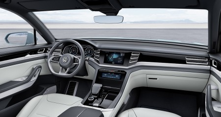 Wertiges Interieur mit Infotainmentanleihen vom neuen Passat - Foto: Volkswagen