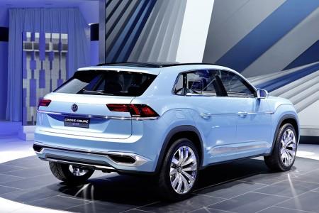 Breit gezogene Rückleuchten und eine Sicke, die an den Jeep Cherokee erinnert - Foto: Volkswagen