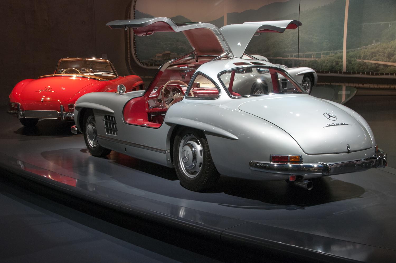 MercedesMuseum_000