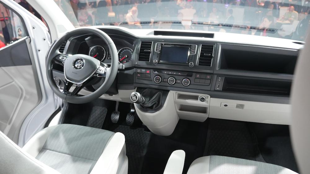 VW_Transporter_T6_caravelle_interieur
