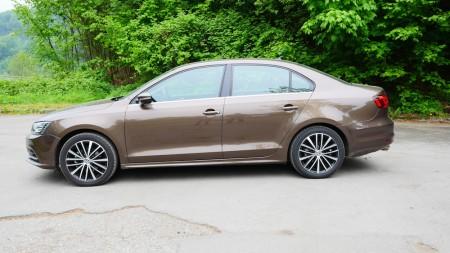 VolkswagenJetta_Facelift_000