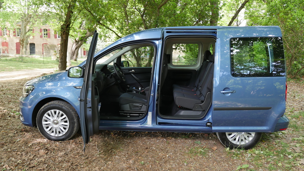 Volkswagen_caddy_2ndgen001