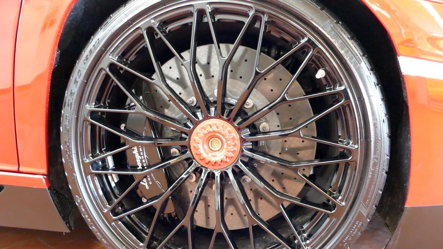 LamborghiniAventador-LP750-4_autogefueh002