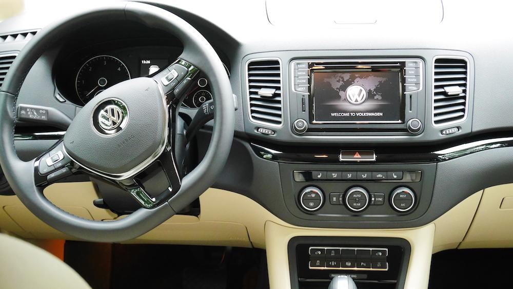 VolkswagenSharan_Facelift_011