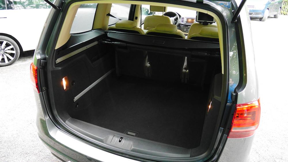 VolkswagenSharan_Facelift_016