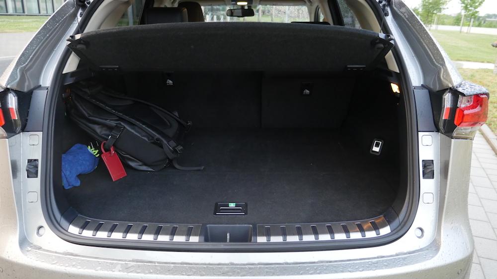 LexusNX_300h_autogefuehl011