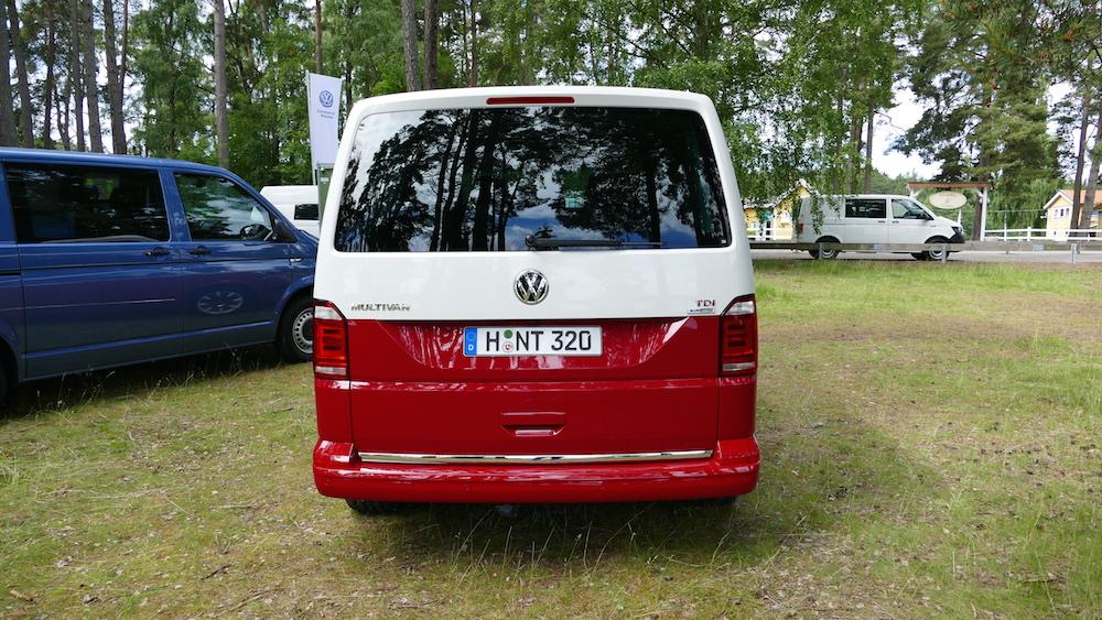 VolkswagenMultivan_GenerationSix_001