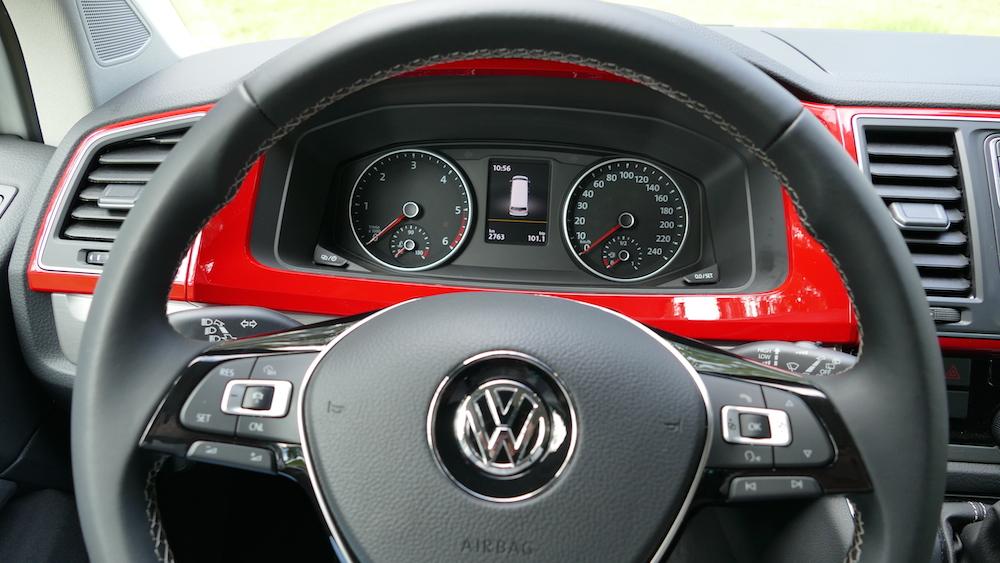 VolkswagenMultivan_GenerationSix_004