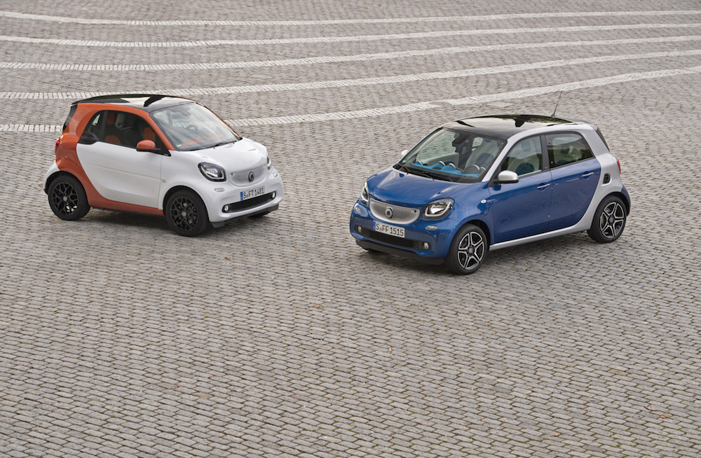 smart forfour 66 kW , bodypanels  midnight blue (metallic); + smart fortwo 52 kW, bodypanels  white
