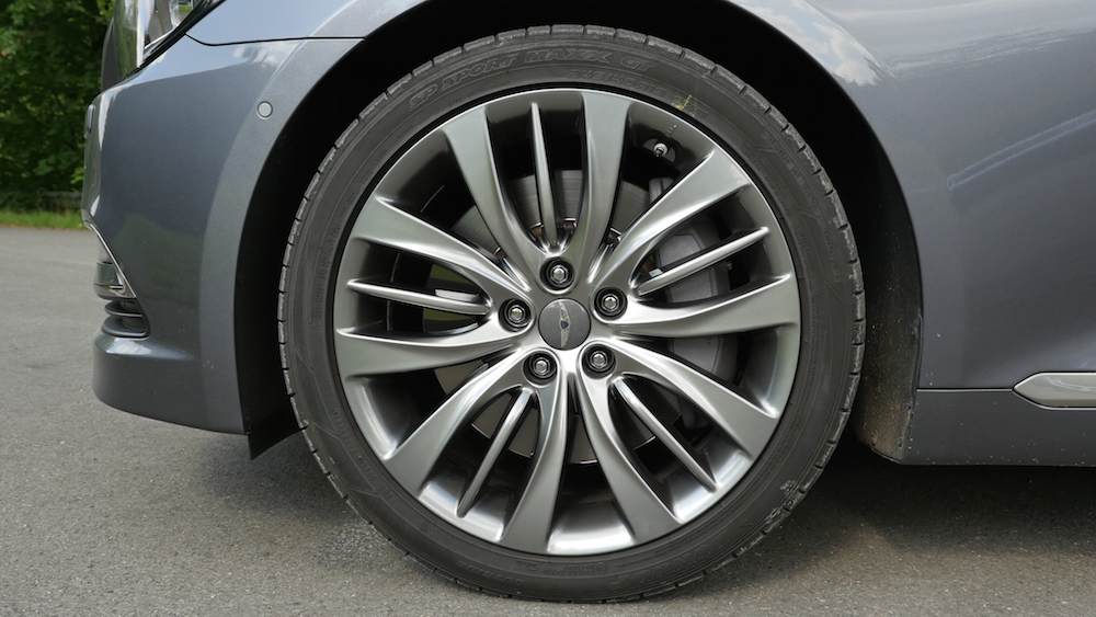 HyundaiGenesis_sedan_002