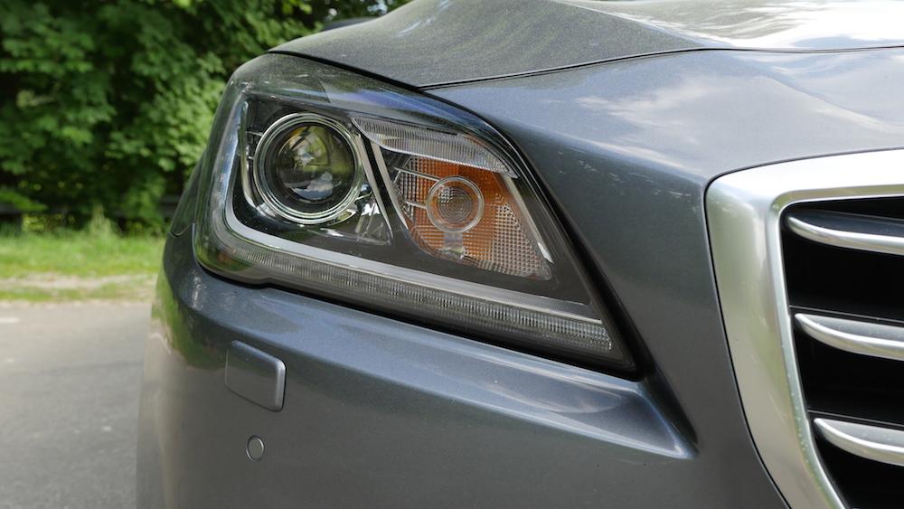 HyundaiGenesis_sedan_008