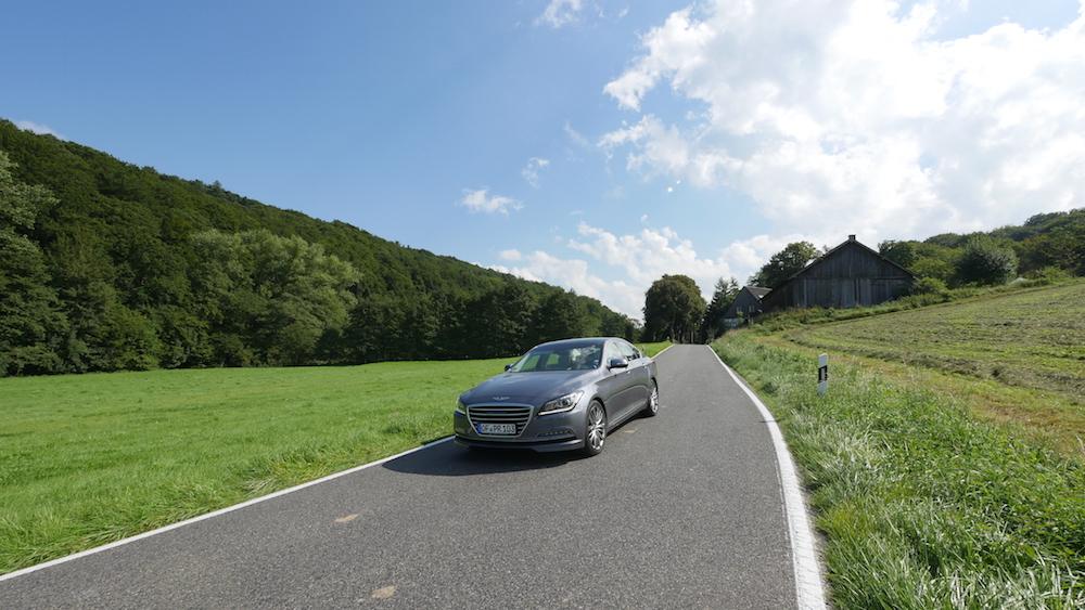 HyundaiGenesis_sedan_009
