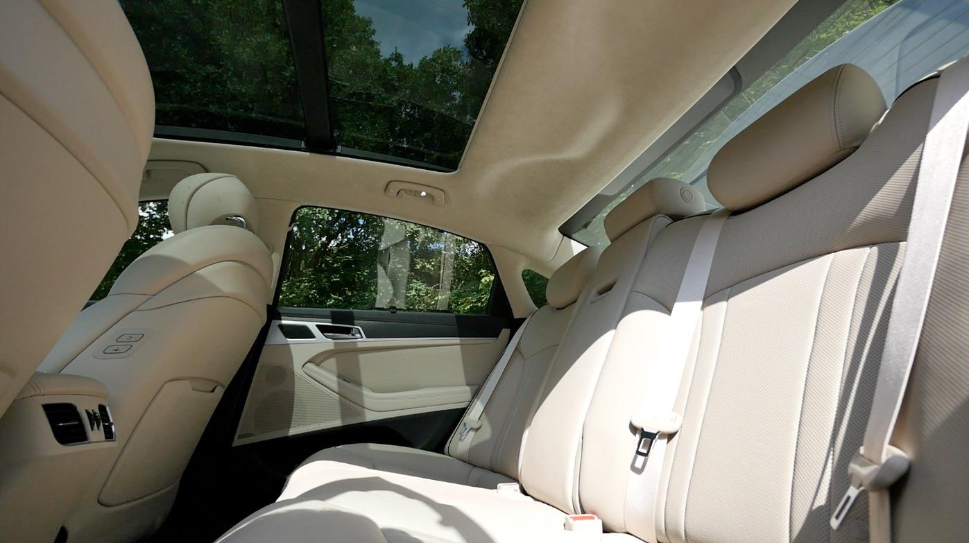Hyundai_Genesis_Innenraum_interieur_000