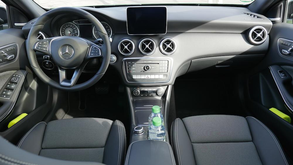 Mercedes amg a45 a klasse a250 a200d facelift autogef hl for Mercedes a klasse amg interieur