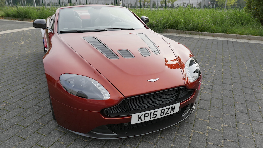 AstonMartinV12VantageS_Roadster_09