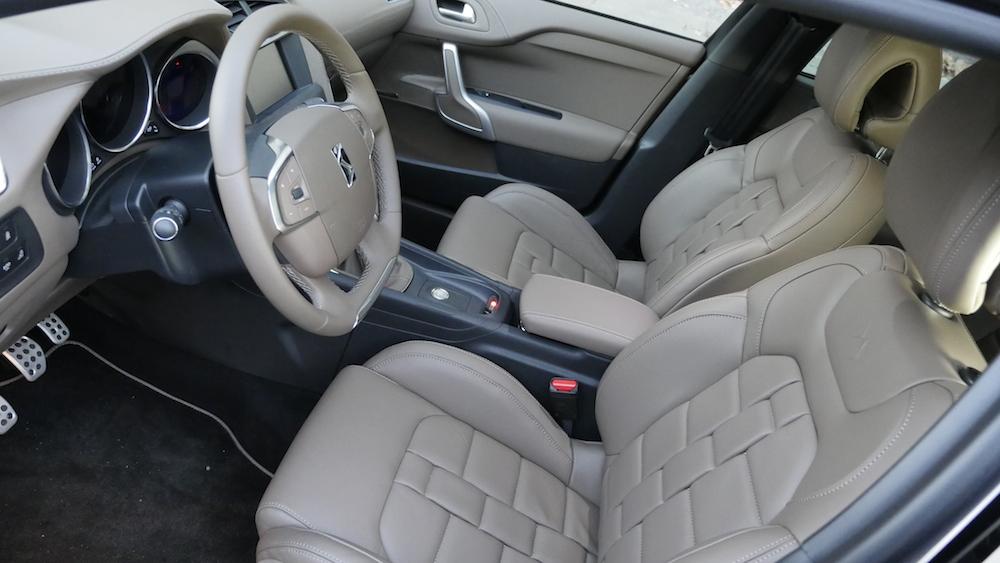 CitroenDS4_Hatchback005