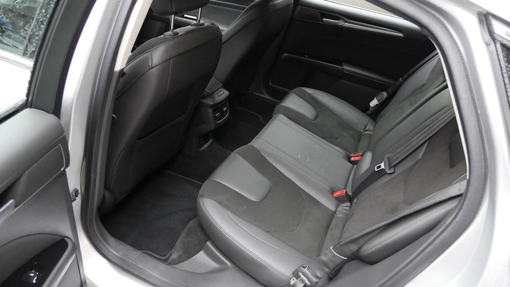 FordMondeoLimousine_AWD_Titanium_07