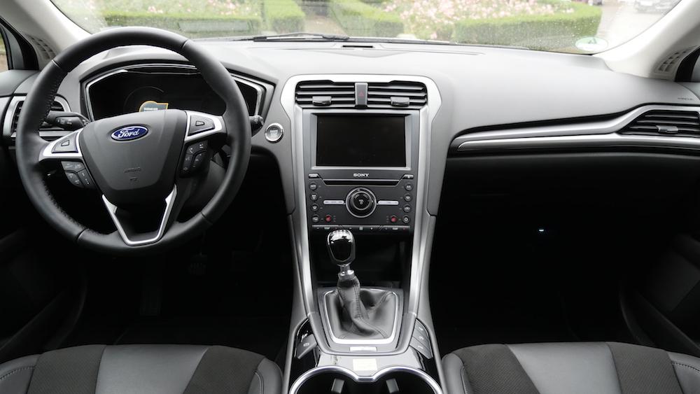 FordMondeoLimousine_AWD_Titanium_08