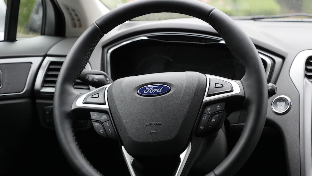 FordMondeoLimousine_AWD_Titanium_09