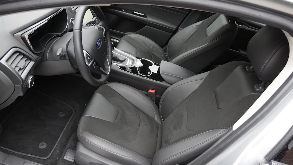 FordMondeoLimousine_AWD_Titanium_13