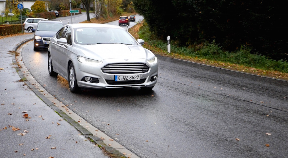 FordMondeoLimousine_AWD_Titanium_16