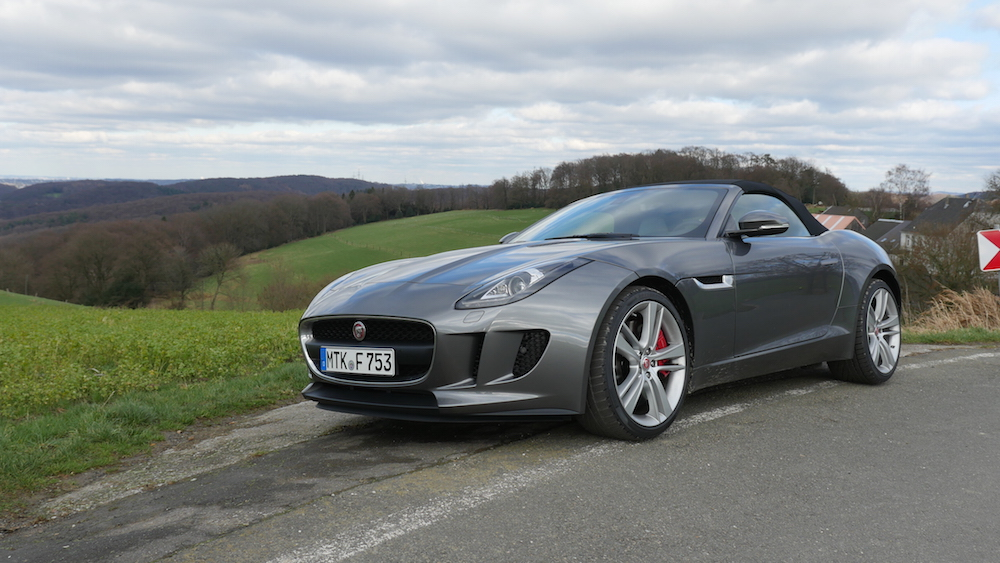 jaguar f type cabrio v6 mhd vs f type r coup v8 awd autogef hl. Black Bedroom Furniture Sets. Home Design Ideas