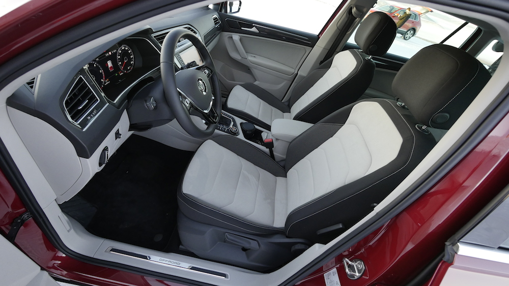VW_VolkswagenTiguan_neu_RubyRed_Highline_016