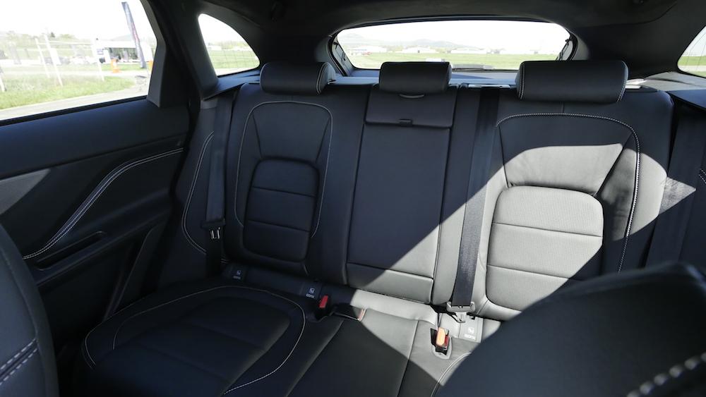 JaguarFPACE-S-V6-autogefuehl02