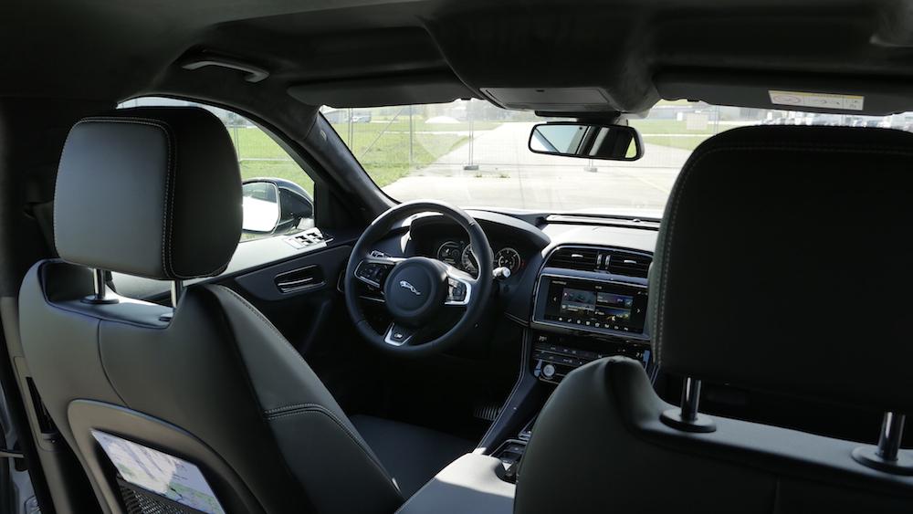 JaguarFPACE-S-V6-autogefuehl11